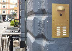 Serie510 300x213 - Porttelefoni med integrerad passerkontroll