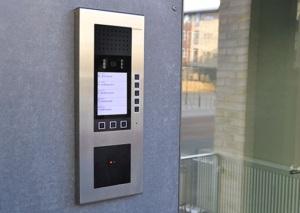 mixcompact 520x370 1 300x213 - Porttelefoni med integrerad passerkontroll